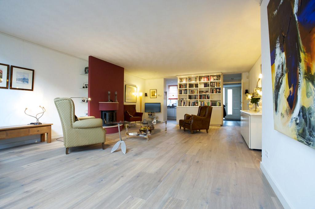 Blanke massief houten vloer