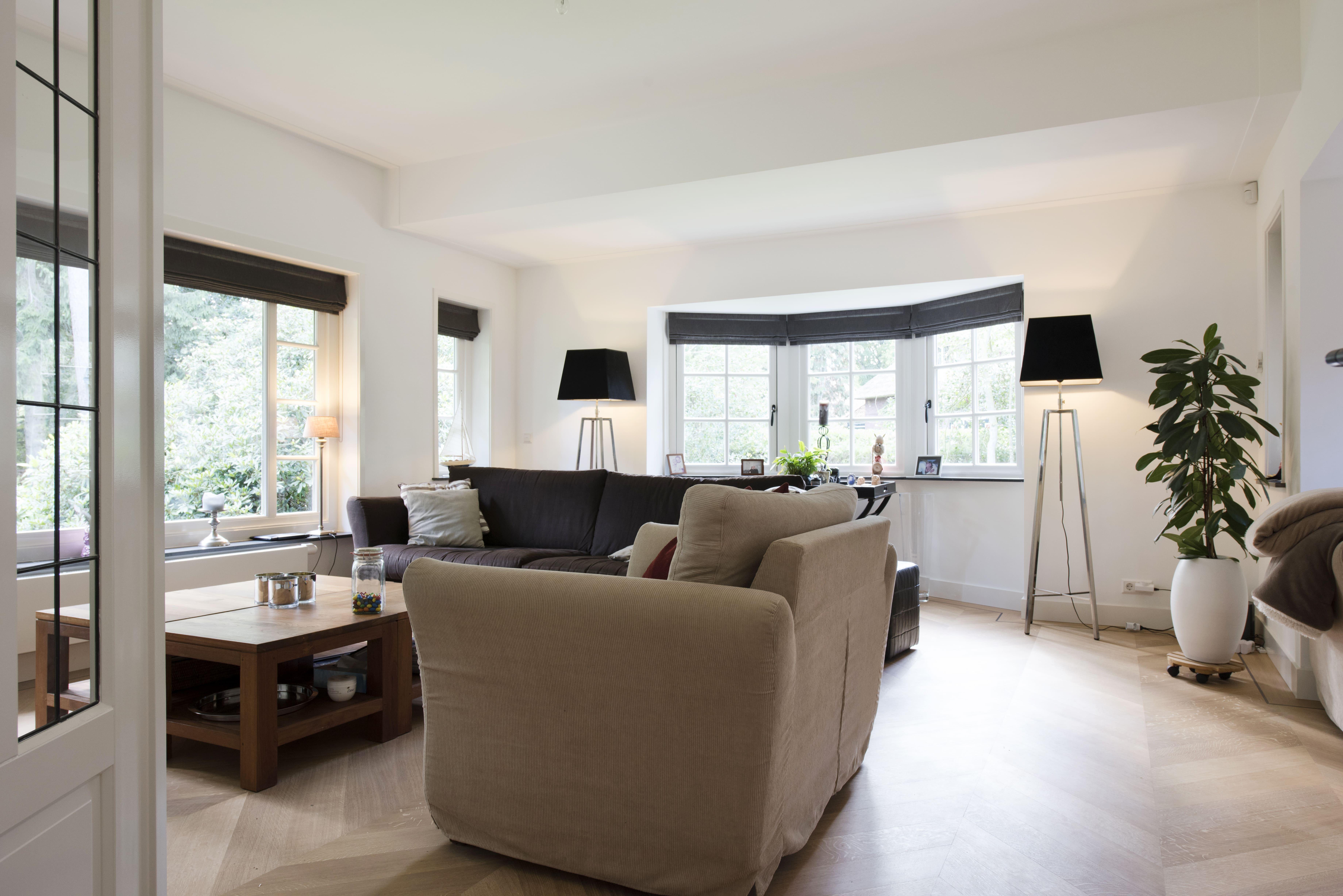 Houten vloer visgraat motief in woonkamer