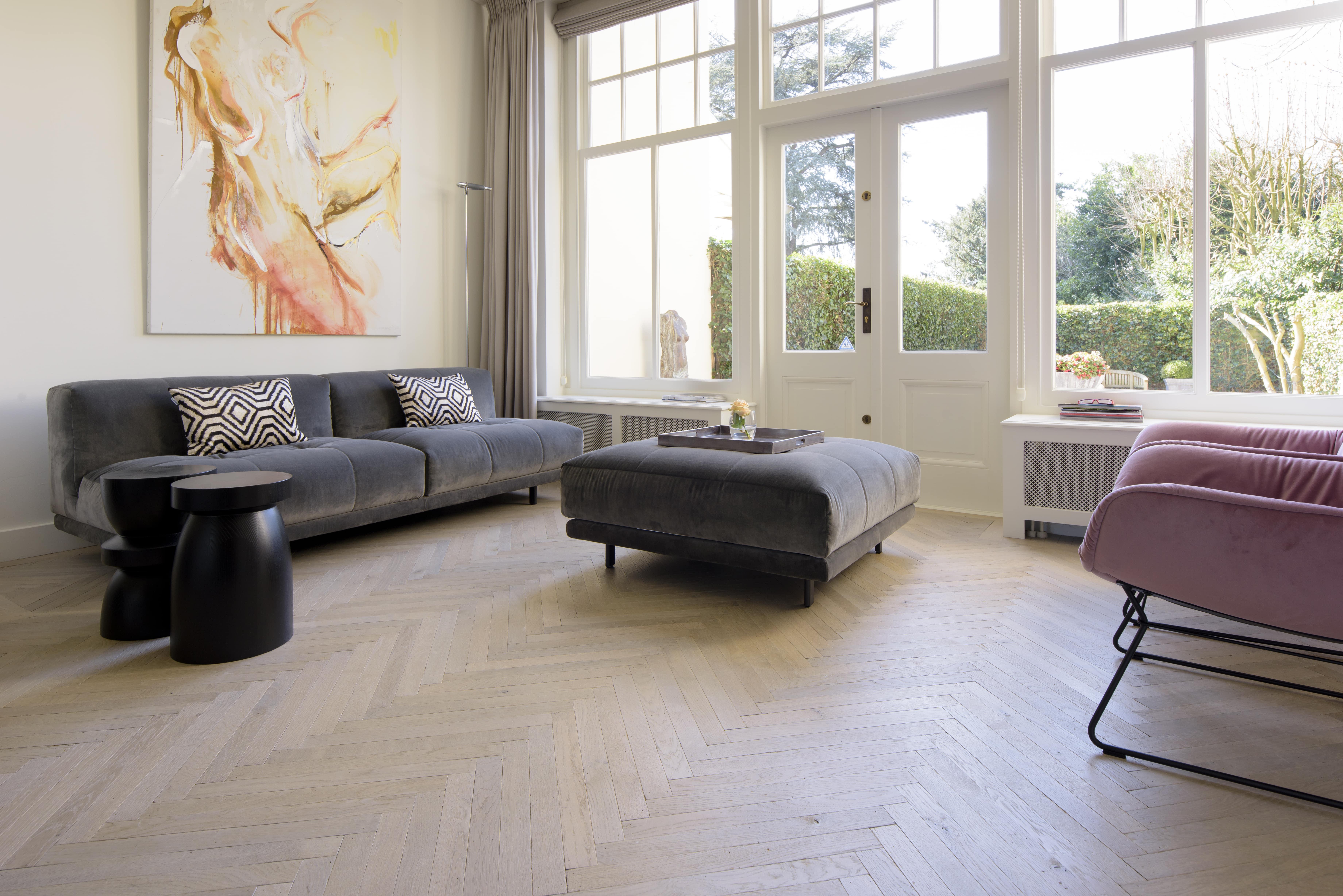 Massief houten vloer met visgraat motief