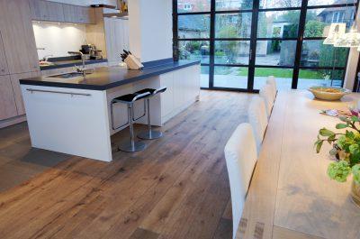 Parket in keuken en eetkamer