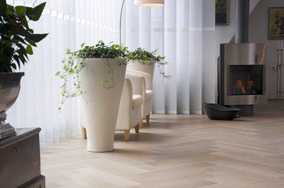 massief houten vloer visgraat motief