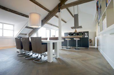 Houten vloer visgraat vloer keuken