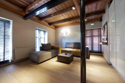 woonkamer met parketvloer