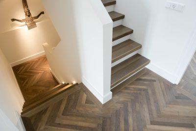 visgraat vloer met traprenovatie hout