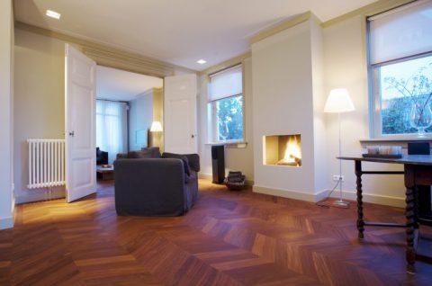 Traditioneel visgraat houten vloer